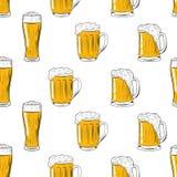 Безшовные кружки картины и стекло пива Чертеж руки для меню, фестиваля Oktoberfest, плаката пива, карты бара вектор бесплатная иллюстрация