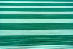 Безшовный абстрактный зеленый цвет предпосылки с горизонтальными прямыми  Стоковые Изображения