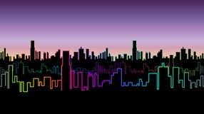 Безшовный заголовок города на ноче с versicolor неоновым цветом Яркое зарево контуров небоскребов Иллюстрация штока