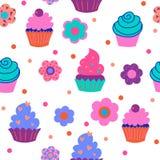 Безшовный орнамент от милых декоративных пирожных с цветками Стоковые Фото