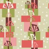 Безшовный орнамент с разнообразие подарками и снегом рождества Стоковая Фотография