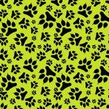 Безшовный след ноги черной собаки картины при когти изолированные на зеленой предпосылке иллюстрация вектора