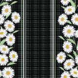 Безшовный цветочный узор, милые цветки на черной striped предпосылке, Стоковые Изображения