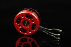 Безщеточный мотор при провода изолированные на черной отражательной задней части Стоковая Фотография RF