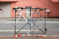 Без велосипеда гонок колеса прикрепленного к решетке Стоковые Фото