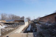 Бездействующая железная дорога ветви, водя к захолустному городу Zaraysk, область Москвы Стоковые Изображения RF