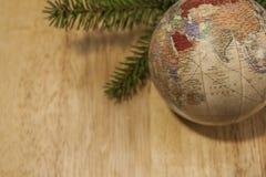 Безделушка рождества с ветвью дерева спруса детенышей Стоковая Фотография