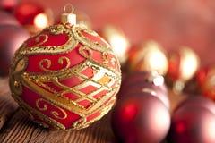 Безделушки рождества на деревянной предпосылке Стоковое фото RF