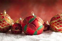 Безделушки рождества орнамента на красной предпосылке Стоковые Фото