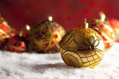 Безделушки рождества орнамента на красной предпосылке Стоковые Фотографии RF