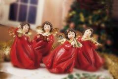 Безделушки, свечи и другое рождества на предпосылке defocused Стоковые Изображения RF