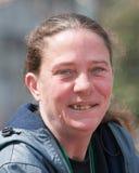 Бездомная женщина с больными зубами Стоковые Фотографии RF