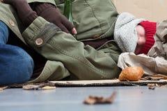 Бездомные как спать на улице Стоковая Фотография