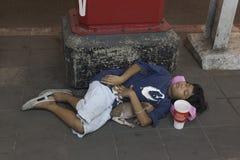 Бездомный мальчик в Бангкоке Стоковое Фото