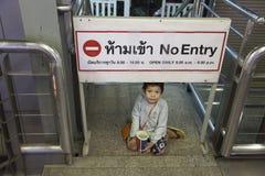 Бездомный мальчик в Бангкоке Стоковое Изображение RF