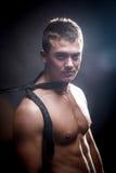 Без рубашки холодный красивый мужчина Стоковое Изображение RF