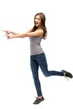 Без сокращений портрет женщины указывая показывать руки Стоковые Фото