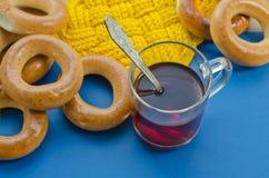 Бейгл и чай Стоковые Изображения