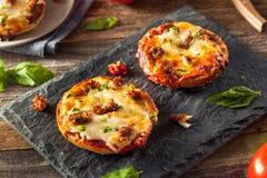 Бейгл пиццы сосиски и перца Стоковые Изображения RF