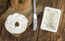 Бейгл сезама (с плавленым сыром) Стоковое Изображение RF