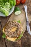 Бейгл с сыром (гауда) Стоковая Фотография RF