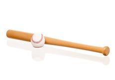 Бейсбольная бита и шарик Стоковые Фотографии RF