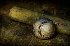 Бейсбол и летучая мышь Стоковое Изображение