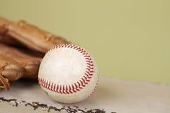 Бейсбол и перчатка Стоковая Фотография RF
