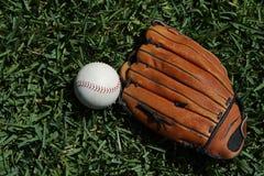 Бейсбол и перчатка Стоковое фото RF