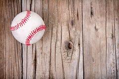 Бейсбол на деревянной предпосылке Стоковые Фотографии RF
