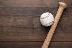 Бейсбольная бита и шарик Стоковое фото RF