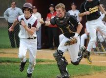 Бейсбольный матч мальчиков средней школы Стоковые Фотографии RF