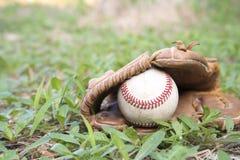 Бейсбольный матч Шарик бейсбола, перчатка бейсбола Стоковое Изображение RF