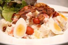 Бекон салата картошки и вареного яйца кудрявый Стоковые Фото