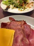Бекон, сыр и салат стоковые фотографии rf