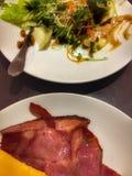 Бекон, сыр и салат стоковое изображение rf