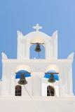 Белая башня колокола греческой церков Стоковые Изображения RF