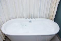 Белая ванна с ванной пены Стоковые Изображения RF