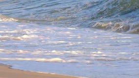 Белая волна перед штормом приходит сток-видео