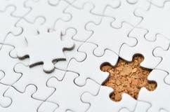 Белая головоломка зигзага. Стоковое Фото