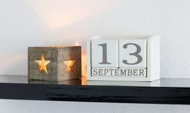 Белая дата 13 настоящего момента календаря блока и месяц сентябрь Стоковое Изображение