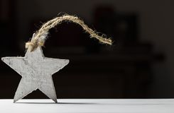Белая деревянная звезда на черной предпосылке Стоковое Изображение RF