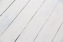 Белая деревянная таблица стоковые изображения rf