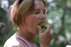 Белая женщина vegan стоковое фото rf