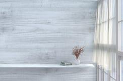 Белая живущая комната украшенная с красно-розовым подняла Стоковое фото RF