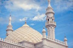 Белая крыша мечети Стоковые Изображения
