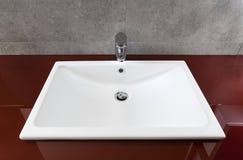 Белая раковина ванной комнаты Стоковое фото RF