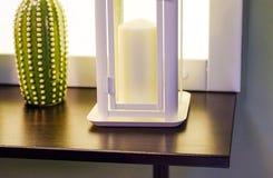 Белая свеча на белой предпосылке стоковое изображение