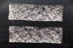 Белая текстура краски мела на черной предпосылке доски Стоковое Изображение