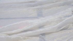 Белая ткань на поле сток-видео